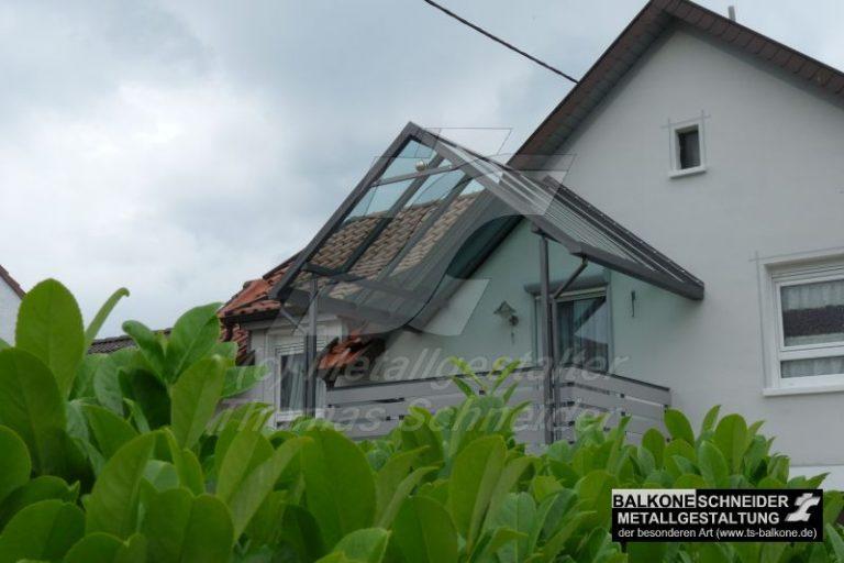 Das Dach integriert sich in die Hausfassade
