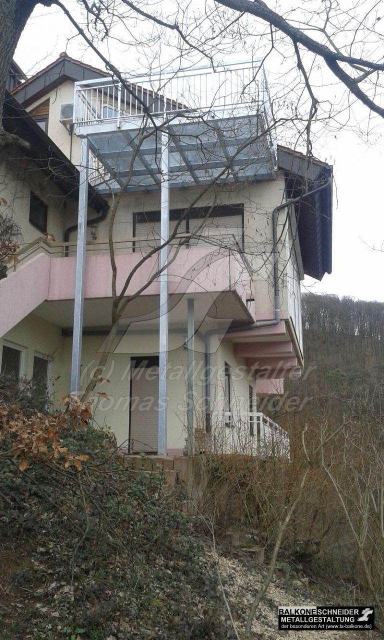 Anbaubalkon mit asymmetrischer Abstützung. Dieser Balkon ist nur ein Beispiel unserer Philosophie, dass besondere Situationen außergewöhnliche Lösungen erfordern.