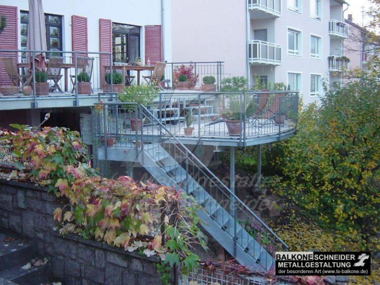"""""""Rheinterrasse"""" in Bingen am Rhein. Um den Blick aus dem Fenster auf den Rhein zu erhalten, ist die Balkonvergrößerung höhenversetzt angeordnet."""