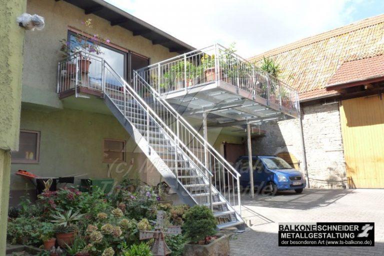 Viele Balkone werden von uns mit Treppe ausgestattet. Treppen sind übrigens auch nachträglich realisierbar.