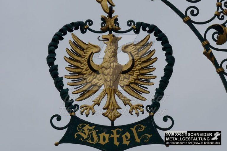 Detailaufnahme des handgetriebenen Adlers.