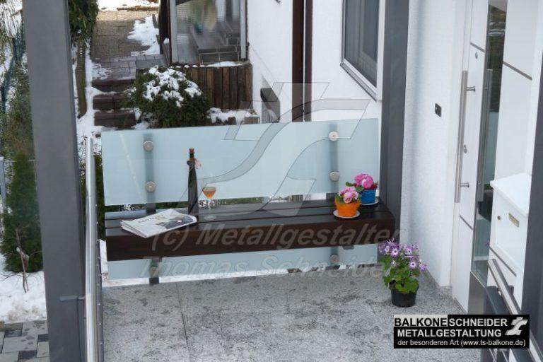 Ein Ruhepol vor der Haustür. Gefertigt aus Leimholz und Glas.