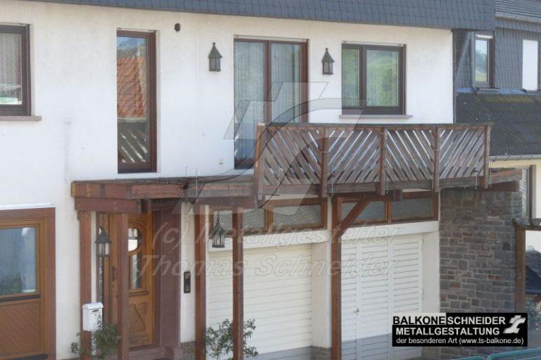 Holz. Ein Balkon für ca. 15-20 Jahre