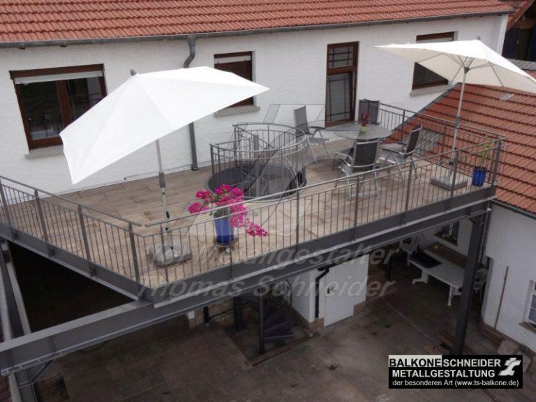... wir realisieren ihnen Ihren individuellen Balkon mit integrierter Spindeltreppe