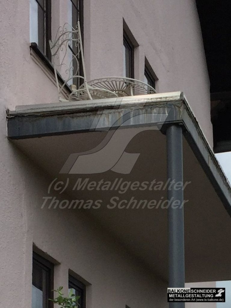 Abschreckendes Beispiel eines Stahlbalkons