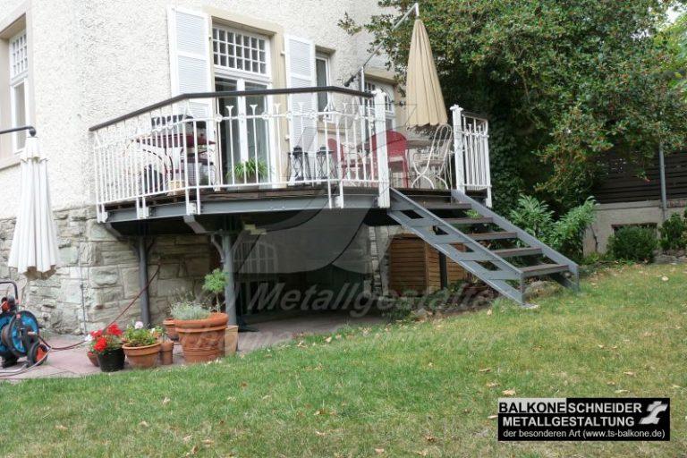 Balkonanlage an einer Jugenstil-Villa im Taunus. Natürlich mit handgeschmiedetem Geländer und Gründerzeit-Treppe